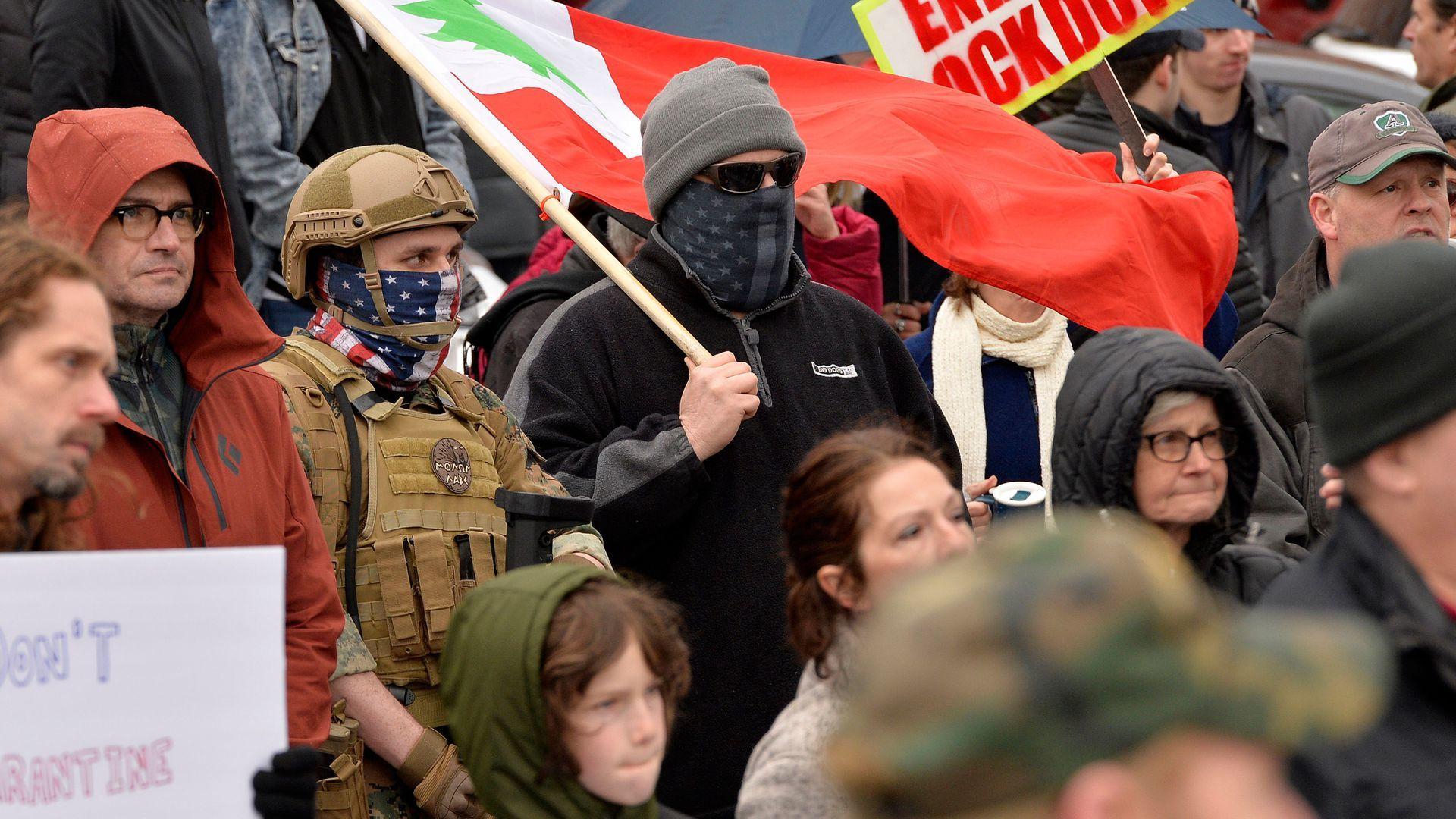 Hình ảnh hàng nghìn người Mỹ tụ tập biểu tình chống giãn cách xã hội