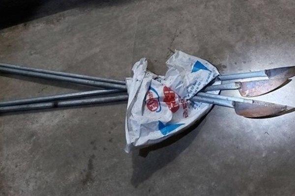 2 kẻ xăm trổ mang dao phóng lợn cố vượt chốt kiểm dịch ở Hà Nội