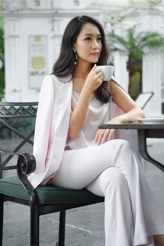 Minh Hà 'cà phê sáng' và Thu Hà 'thời sự 19h' đều đẹp, giỏi giang
