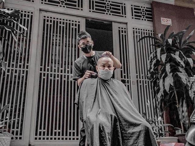 Salon đóng cửa, thợ tóc vẫn 'đè đầu' kiếm tiền triệu nhờ đâu?
