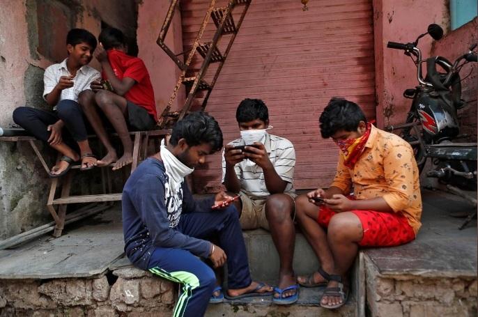 Dân 'khu ổ chuột' Ấn Độ vật vã kiếm ăn trong nỗi lo nhiễm dịch Covid-19