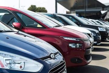 Hụt tiền chi tiêu, sếp đồng loạt rao bán ô tô giá rẻ