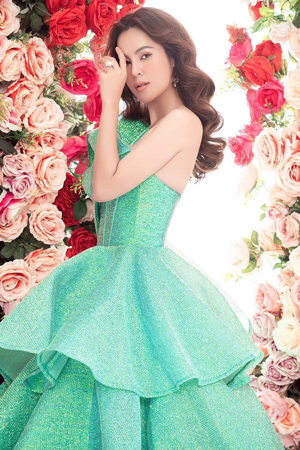 Hoa hậu ba con Phương Lê đụng váy Ngọc Trinh, Nhã Phương