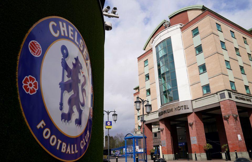 Nghĩa cử đẹp tỷ phú Abramovich lay động dàn sao Chelsea