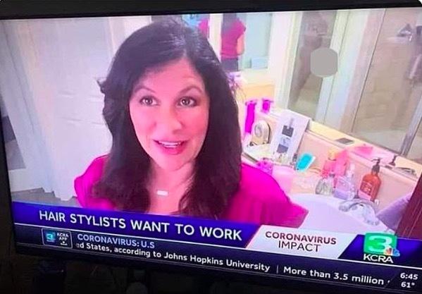 Đưa tin từ phòng tắm, nữ phóng viên Mỹ vô tình cho 'chồng khỏa thân' lên hình
