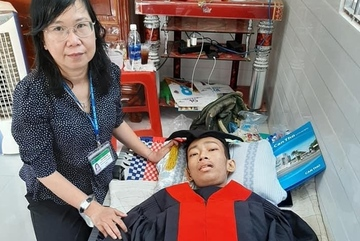 Nam sinh ung thư nhận bằng tốt nghiệp trước ngày qua đời