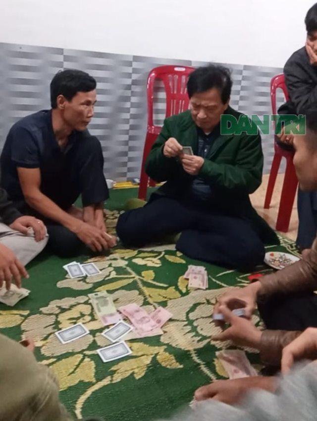 Chủ tịch xã đánh bạc ở Hà Tĩnh bị đình chỉ công tác 10 ngày