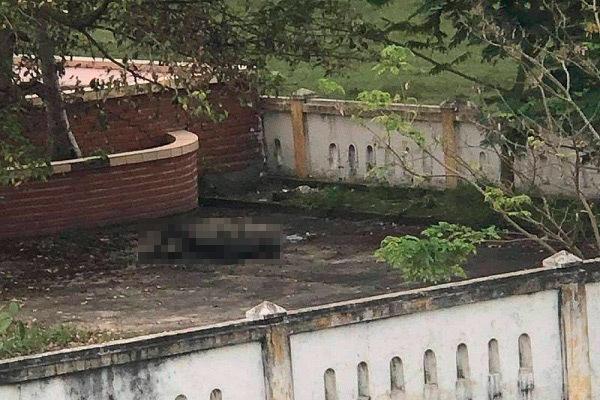 Thi thể người đàn ông cháy đen trong nghĩa trang ở Quảng Bình