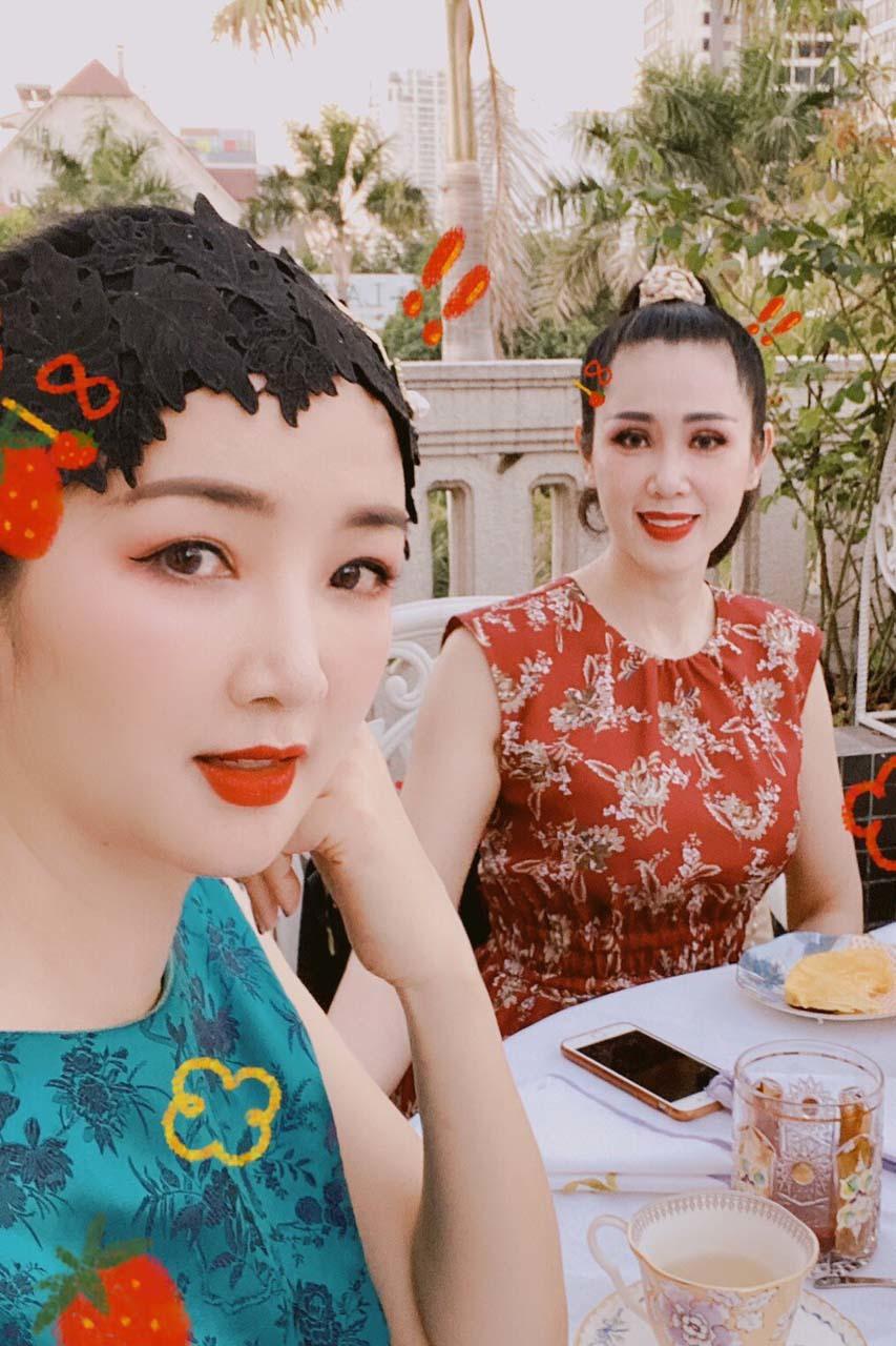 Á hậu Vi Thị Đông bỏ showbiz làm tiếp viên hàng không, U50 vẫn đẹp