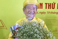99 tuổi, nhà nghiên cứu Đình Tư leo 1500 bậc cầu thang mỗi ngày và mê viết sách