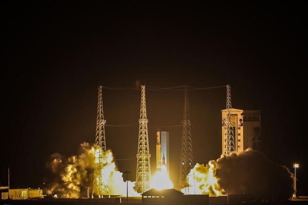 Iran tuyên bố phóng vệ tinh quân sự đầu tiên lên vũ trụ