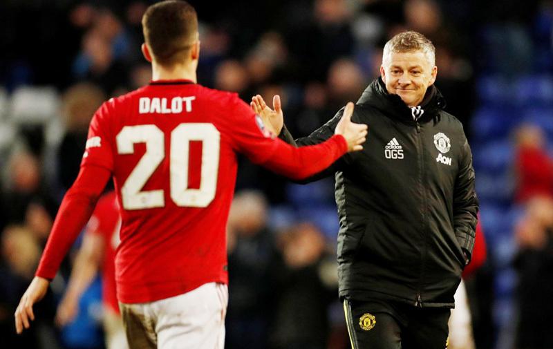Solskjaer tống khứ trò cưng Mourinho ra khỏi MU