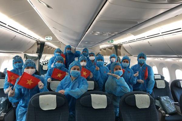 Chuyển trang thiết bị y tế tặng Nhật, đón công dân hoàn cảnh khó khăn về nước