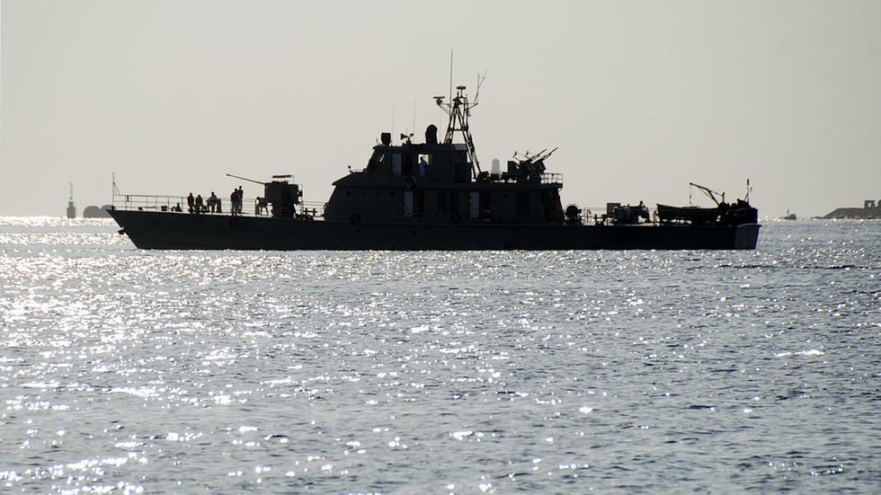 Ông Trump ra lệnh 'bắn hạ và tiêu diệt' tàu chiến Iran