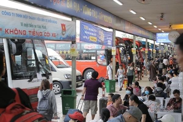 Tiếp tục ngưng hoạt động xe buýt, xe khách, taxi, grab ở TP.HCM