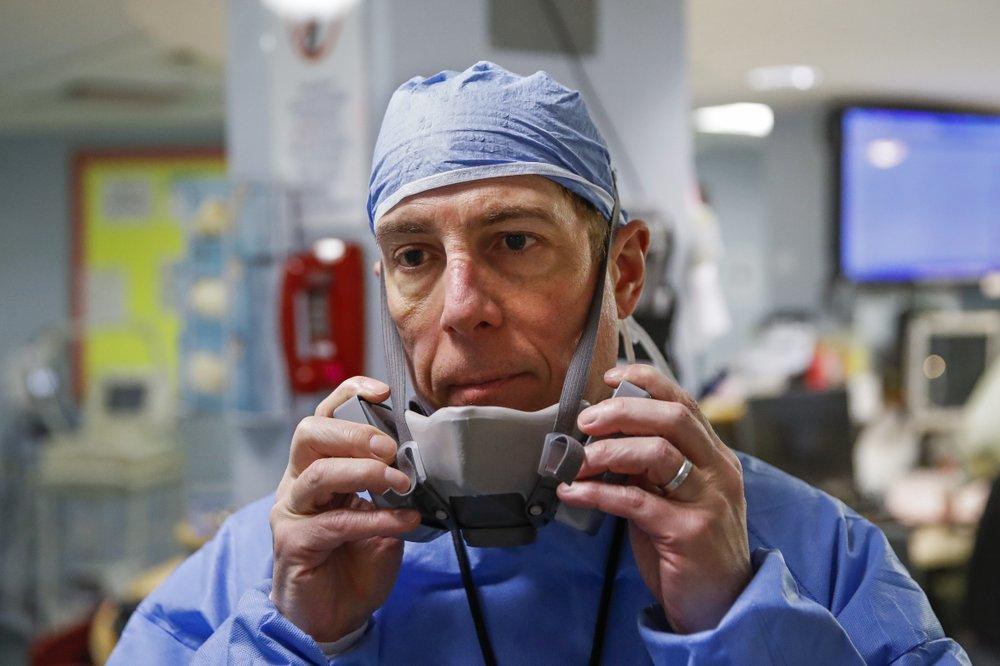 Hình ảnh bác sĩ giành giật bệnh nhân từ tay tử thần giữa tâm dịch Covid-19 ở Mỹ
