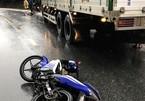 2 người chết thảm khi xe máy va chạm với xe tải ở Kon Tum