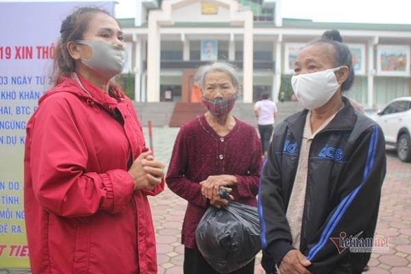 Có cả người đi ô tô, đeo vàng đến nhận, 'ATM gạo' ở Hà Tĩnh phải tạm dừng