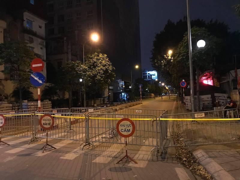 Hà Nội phong tỏa đường Trần Phú, tiếp tục 'cắt ngọn' nhà 8B Lê Trực