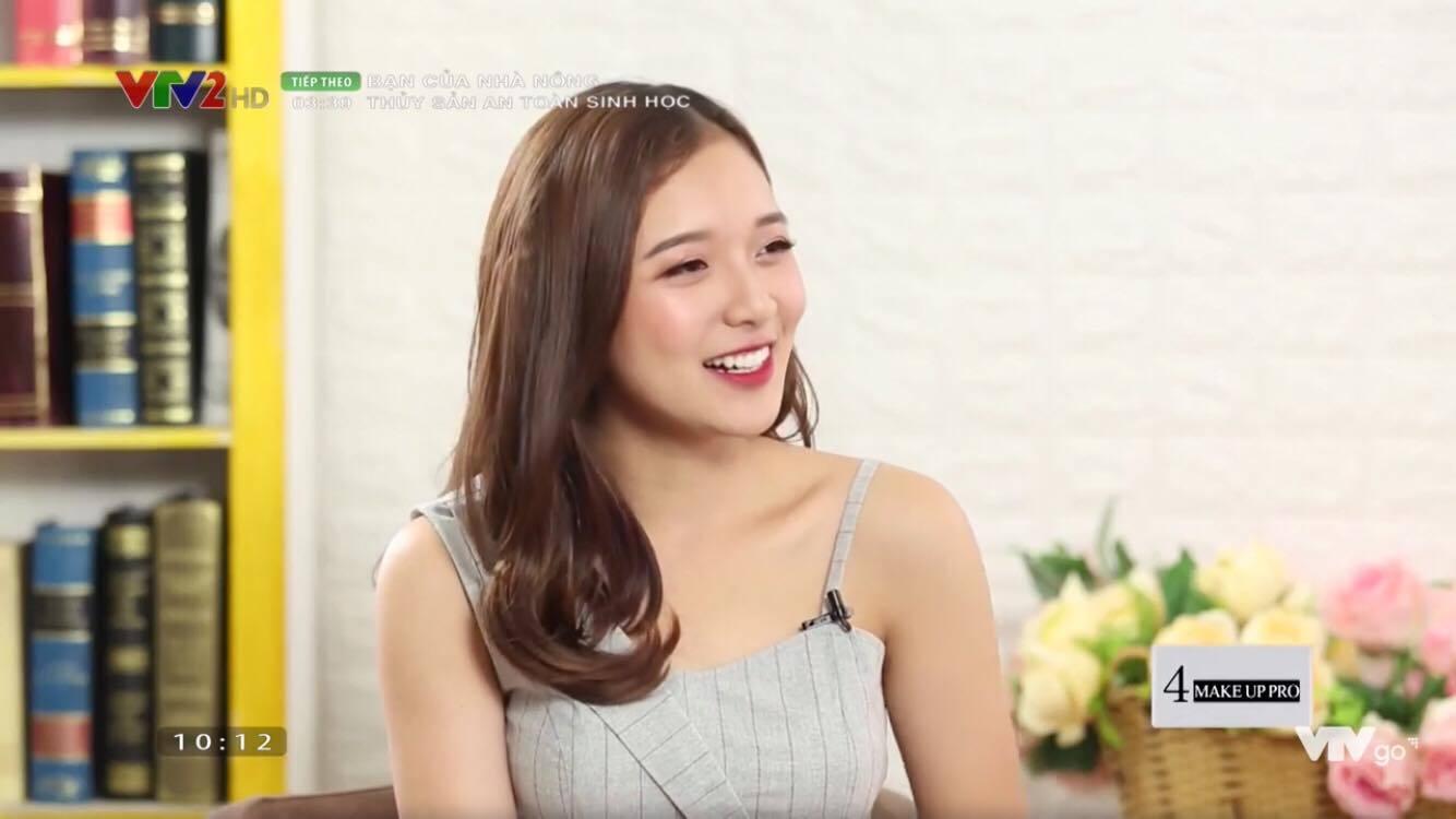 Vẻ đời thường xinh đẹp của nữ MC trẻ nhất VTV