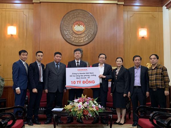 Honda VN tặng tỉnh Hà Nam 1 tỷ đồng chống dịch Covid-19