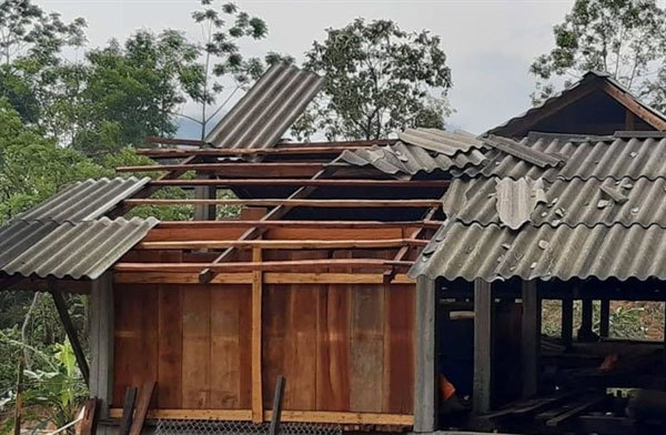 Hailstorms hit northern Vietnam, houses damaged