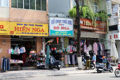 Shops and services resume operation in central Vietnam
