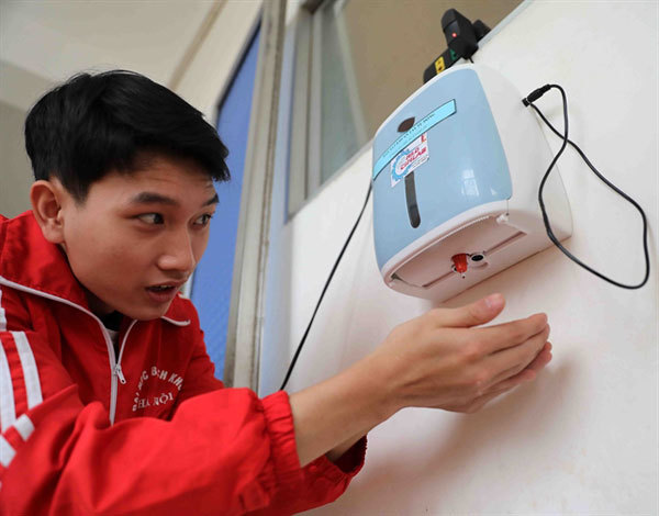 University students, teachers make robots, medical devices for COVID-19 fight
