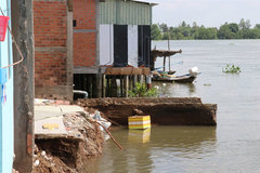 Long An to build erosion-prevention projects along rivers