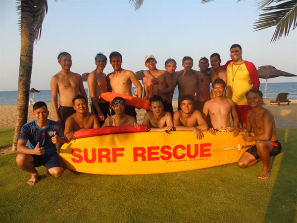 Hue,British man,teach,life lessons,Hue Help's Swimming for Safety programme,teaching local children to swim,learn water safety skills