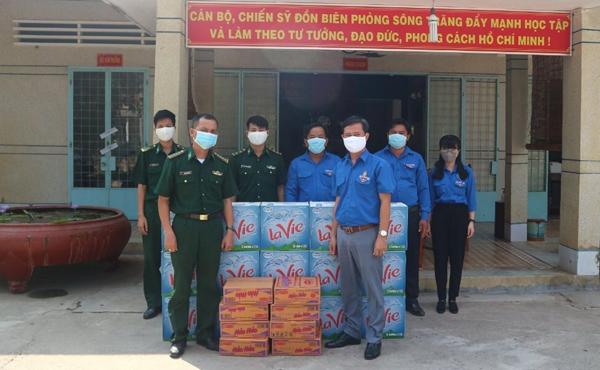 """La Vie cùng Nestlé Việt Nam """"tiếp sức"""" tuyến đầu chống dịch"""