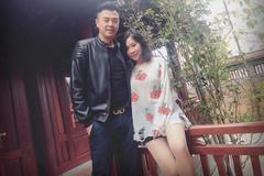 MC Tuấn Tú tắt tivi để vợ không xem được cảnh táo bạo của chồng
