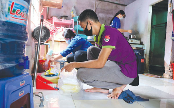 Youth volunteers join community work