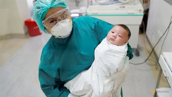 Trẻ sơ sinh 1 tháng tuổi chiến thắng Covid-19