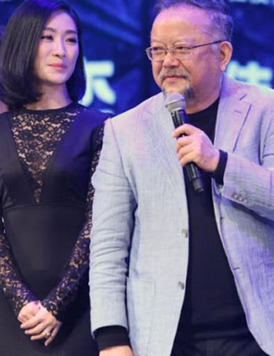 'Hòa Thân' Vương Cương sống sung túc bên người vợ kém 20 tuổi