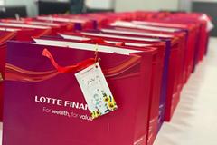 Lotte Finance tặng đồ dùng thiết yếu, trang phục bảo hộ chống dịch Covid-19