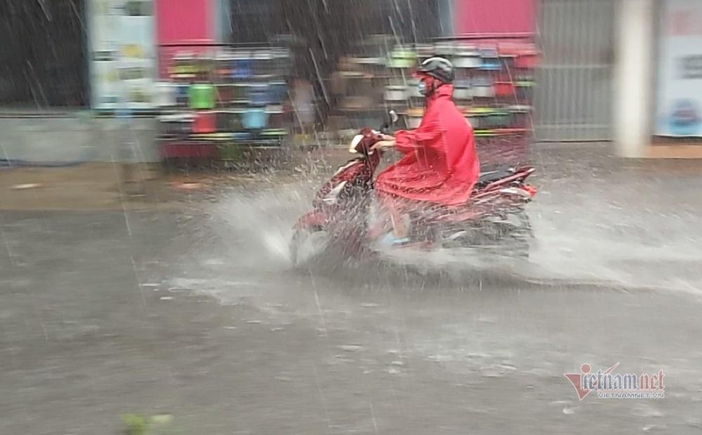 Xuất hiện mưa đá ở Sài Gòn