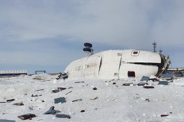 Trực thăng đứt lìa đuôi, cánh quạt nát vụn khi hạ cánh ở Siberia