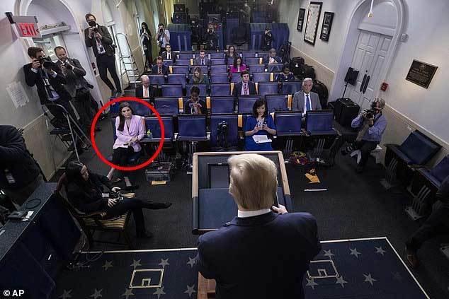Ông Trump bỏ họp báo giữa chừng vì 'ghét' phóng viên CNN