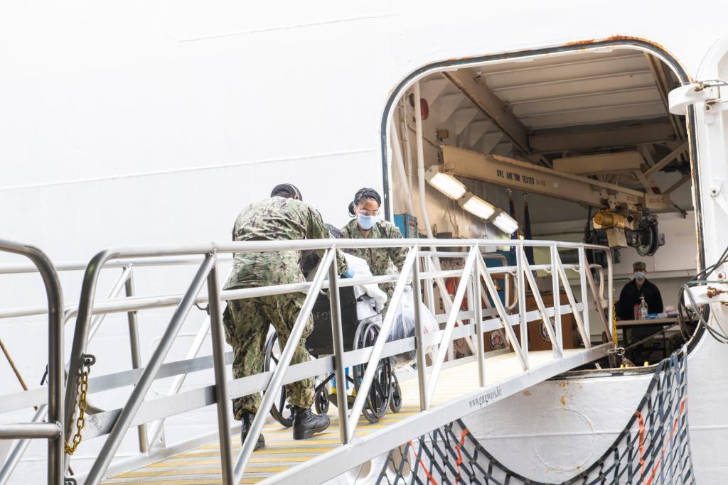 Bệnh nhân Covid-19 cuối cùng trên tàu bệnh viện Mỹ đã được xuất viện