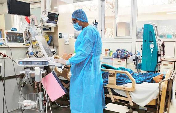 Tình hình sức khỏe 2 bệnh nhân Covid-19 nặng ở Hà Nội