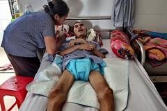 Cha tai nạn liệt giường, con sơ sinh 8 tháng ròng chưa biết mặt