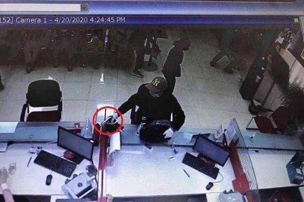 Kẻ nổ súng ở Techcombank chi nhánh Sóc Sơn ra đầu thú