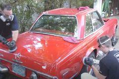 Xem màn kỳ cọ Mercedes-Benz phủ bụi 37 năm lột xác như mới