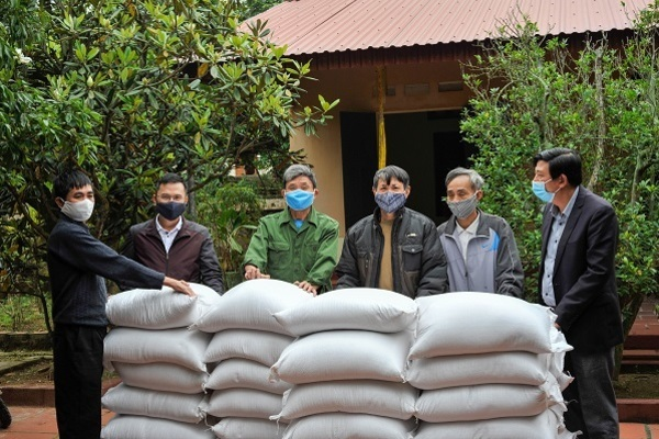 Báo VietNamNet trao tặng 4 tấn gạo cho tỉnh Hải Dương