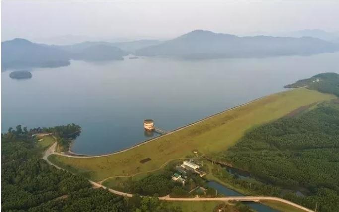 Ke Go Lake, a charming green oasis in the land of Ha Tinh