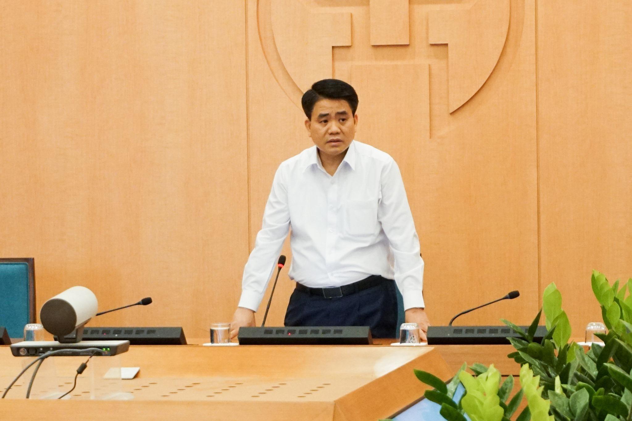 Hà Nội: Một số cửa hàng 9h sáng mới được mở cửa