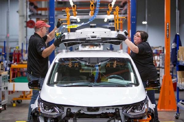 Công đoàn ô tô Mỹ quan ngại việc mở cửa lại các nhà máy ô tô