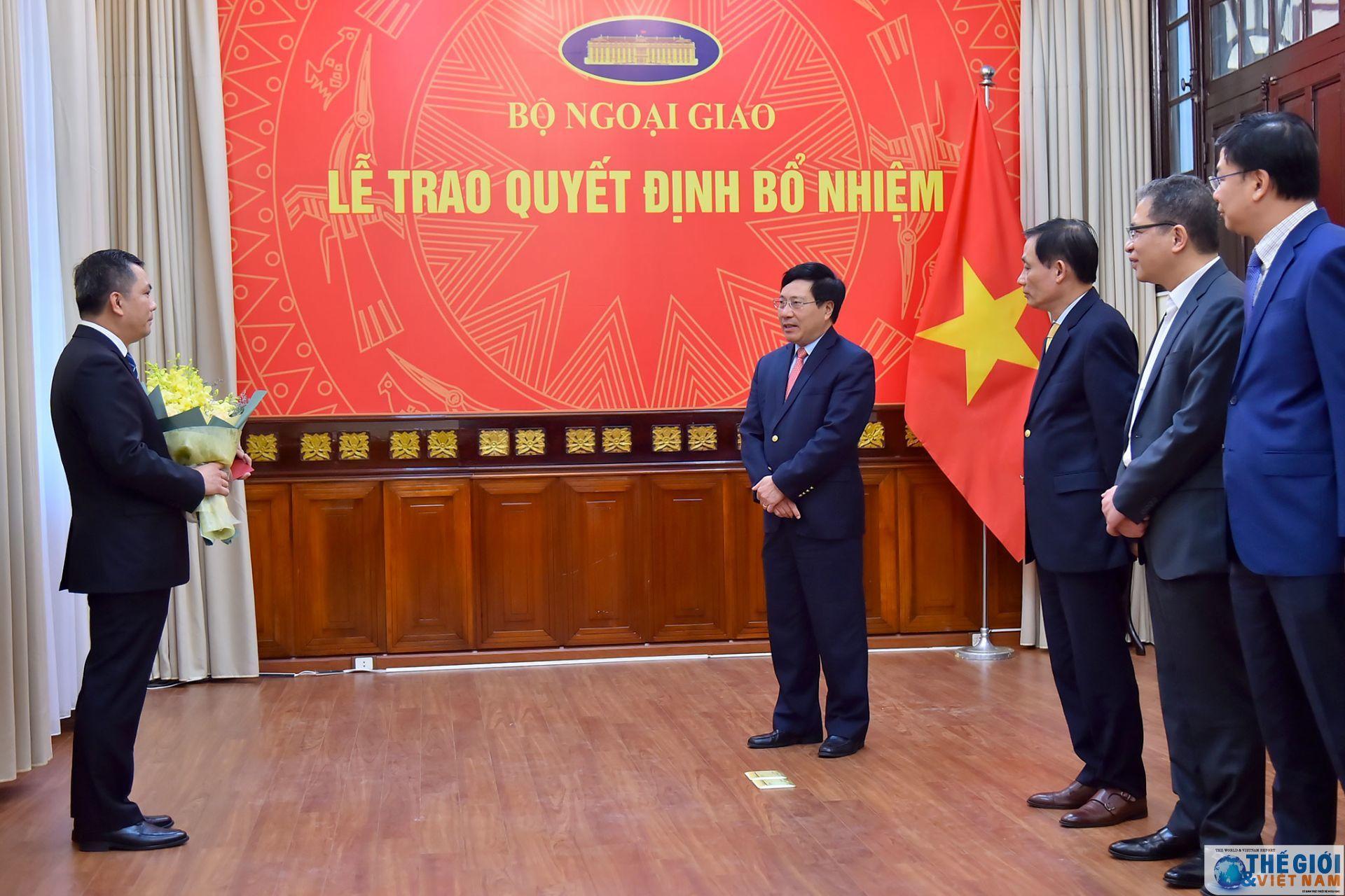 Phó Thủ tướng, Bộ trưởng Ngoại giao trao quyết định bổ nhiệm nhân sự