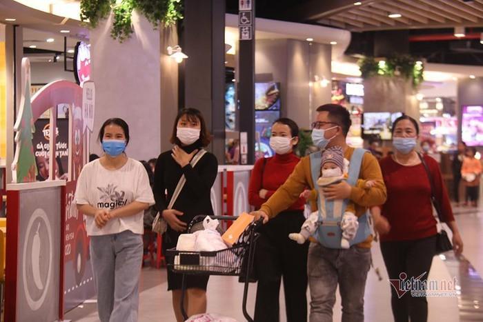 Hà Nội cho phép hiệu cắt tóc hoạt động, siêu thị 9h mới mở cửa